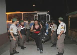 Kemer'de 105 kaçak göçmen yakalandı