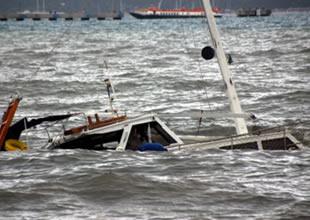 Güney Afrika'da yolcu teknesi alabora oldu