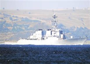 Boğaz'dan Amerikan savaş gemisi geçti