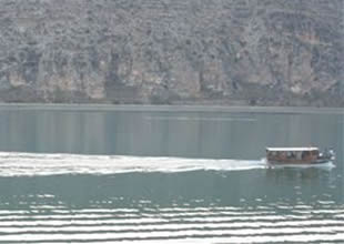 Halfeti'de  tekne turları geçim kaynağı oldu