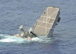 Avustralya denizaltısı ABD gemisini batırdı