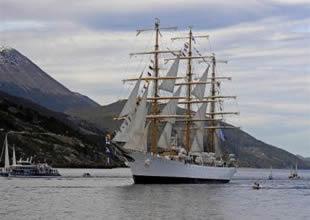 Gemi krizi Arjantinli Komutanı götürdü