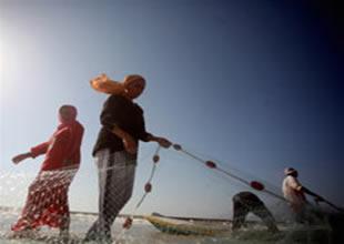 İsrail Gazzeli 4 balıkçıyı yine gözaltına aldı