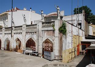 Büyükdere Vapur İskelesi binası Atikler'in
