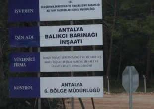 Antalya Balıkçı Barınağı'nın mendireği yıkıldı