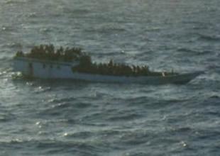 Arakanlı müslümanların teknesi battı