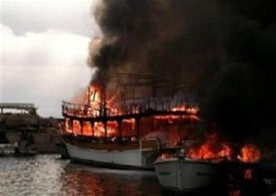 İzmir'de 15 tekne cayır cayır yandı