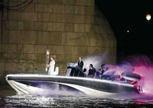 Beckham'ın meşale taşıdığı tekne satılıyor