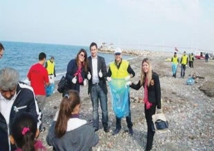 AKUT  İzmir'de deniz temizliği yaptı