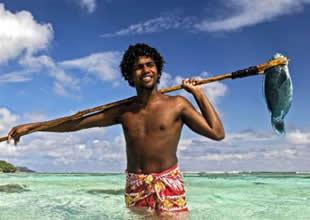 Yerlilerin ilginç balık avlanma tekniği