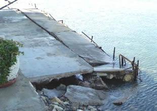 Foça'da beş tekne sulara gömüldü