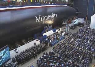 NNS Denizaltı Minnesota'yı suya indirdi
