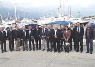 Kemer'de denizcilerin sorunları tartışıldı