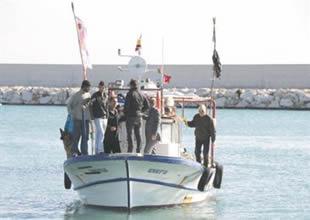 Tekneleri arızalanan balıkçılar kurtarıldı
