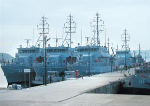 Erdek'de kaderine terkedilen gemiler