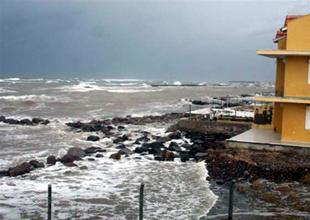 Altınova'da 5 yılda 50 metre sahil yok oldu