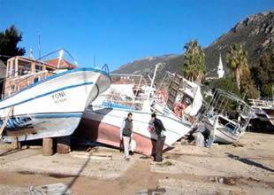 Yat limanındaki tekneler zarar gördü