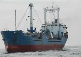 Kaçak taşıyan gemi karaya oturdu