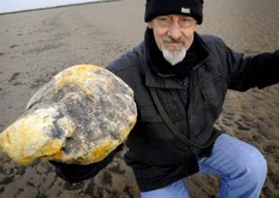 Sahilde 100 bin poundluk esmeramber buldu