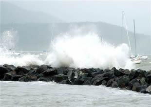 Fırtına demirdeki gemiyi sürükledi