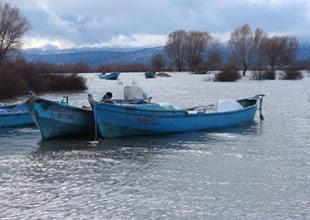 Beyşehir'de balıkçılar zor günler yaşıyor