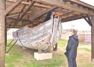 Sinop'ta hurdalıktan 100 yıllık tekne çıktı