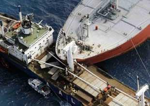 Karadeniz'de iki yük gemisi çatıştı