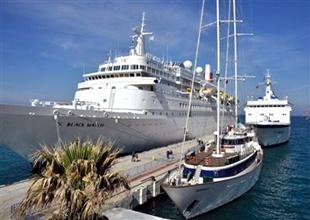 Kuşadası Limanı üç gemiyle sezonu açtı