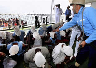 Somalili korsanlar esirleri serbest bıraktı