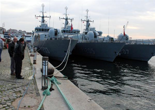 Savaş gemileri fırtınada İmralı'ya sığındı