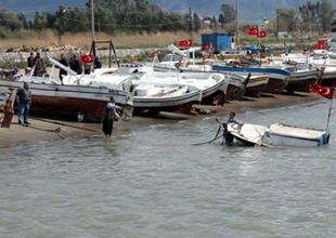 Hatay'da fırtınadan 12 balıkçı teknesi battı