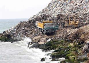 Akdeniz kıyılarında çöp dağları oluştu