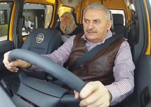Bakan Binali Yıldırım taksi şoförü oldu