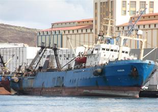 Aliağa'da söküm yapılan gemide yangın çıktı