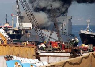 Tersane Komutanlığı'nda gemi yangını