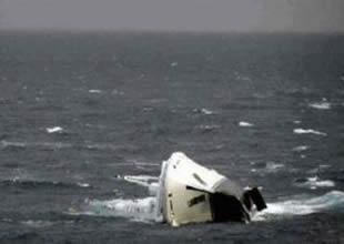 Tekneleri batan 4 kişi 19 kilometre yüzdü