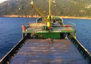 Karaya oturan yük gemisi kurtarıldı