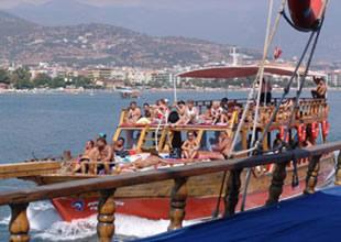 İstanbul Boğazı'da korsan tekneler