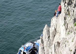 Balıkçı kayalıklara düşerek yaralandı