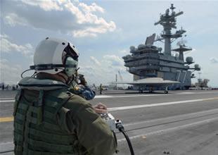 Savaş gemisinden insansız uçak kaldırıldı
