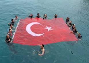 19 Mayıs'ı deniz üstünde kutladılar