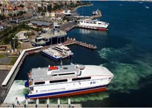İstanbul'da fırtına deniz ulaşımı felç etti