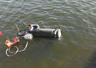 18 yaşında kendine denizaltı inşa etti