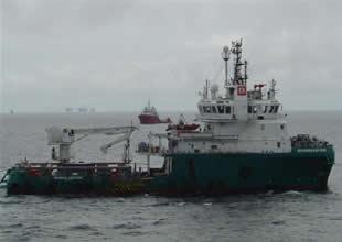 """Korsanlar """"destek gemisine"""" saldırdı"""