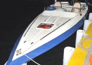 Kayalıklara çarpan tekneden kaçak çıktı