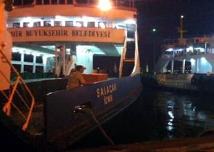 İzmir'de feribot iskeleye çarptı!
