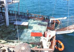 Foça'da Mert A adlı gezi teknesi battı