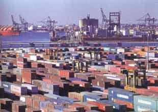 Haydarpaşa Limanı'nda binlerce kaçak elektronik eşya yakalandı! Video