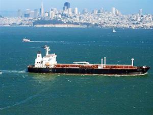 Karada petrol stoklayacak yer bulamayan aracılar, dev tankerlere yöneldi