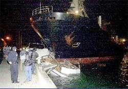 Boğazda gemi kıyıya çarptı...